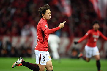 SAITAMA, JAPAN - DECEMBER 09: (EDITORIAL USE ONLY) Tomoya Ugajin of Urawa Red Diamonds celebrares scoring his side's first goal during the 98th Emperor's Cup Final between Urawa Red Diamonds and Vegalta Sendai at Saitama Stadium on December 09, 2018 in Saitama, Japan. (Photo by Etsuo Hara/Getty Images)